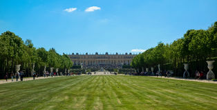 Παλάτι των Βερσαλλιών όπως βλέπει από τους κήπους στοκ εικόνα με δικαίωμα ελεύθερης χρήσης