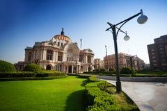 Παλάτι των Καλών Τεχνών στο Μεξικό στο πρωί στοκ εικόνα