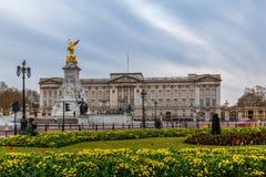 Παλάτι Buckingham την άνοιξη, Γουέστμινστερ Στοκ φωτογραφία με δικαίωμα ελεύθερης χρήσης