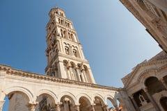 Παλάτι Diocletian με τον πύργο στη διάσπαση, Κροατία Στοκ εικόνες με δικαίωμα ελεύθερης χρήσης