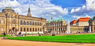 Παλάτι Zwinger ανθρώπων στο δικαστήριο (Der Dresdner Zwinger) Στοκ Εικόνες