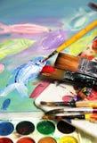 Παλέτα, εικόνα και μίγμα τέχνης των πινέλων Στοκ φωτογραφία με δικαίωμα ελεύθερης χρήσης