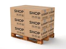 Παλέτα με τα κουτιά από χαρτόνι Στοκ Εικόνες