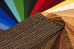 Παλέτα χρώματος και ξύλινος οδηγός δειγμάτων σύστασης Στοκ εικόνα με δικαίωμα ελεύθερης χρήσης