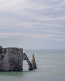 παλίρροια θάλασσας της Γαλλίας Νορμανδία απότομων βράχων etretat διάσημη Στοκ Εικόνες