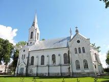 Παλαιά άσπρη εκκλησία, Λετονία στοκ φωτογραφία με δικαίωμα ελεύθερης χρήσης