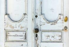 Παλαιά άσπρη ξύλινη πόρτα στοκ φωτογραφία με δικαίωμα ελεύθερης χρήσης