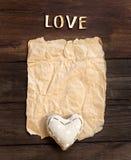 Παλαιά έγγραφο, καρδιά και αγάπη λέξης Στοκ Φωτογραφία