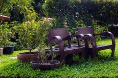 Παλαιά έδρα στο σπίτι κήπων Στοκ εικόνες με δικαίωμα ελεύθερης χρήσης