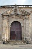 Παλαιά Αβάνα, Κούβα: Σκεπαστή είσοδος πρόσοψης του Σαν Φρανσίσκο de Asis Church και μονή Στοκ φωτογραφία με δικαίωμα ελεύθερης χρήσης