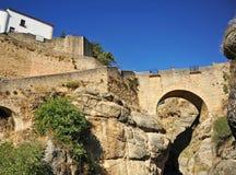 Παλαιά αραβική γέφυρα στη Ronda, επαρχία της Μάλαγας, Ισπανία Στοκ Φωτογραφία