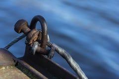 Παλαιά βάρκα και καλώδιο στοκ εικόνα με δικαίωμα ελεύθερης χρήσης