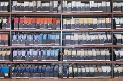 Παλαιά βιβλία και περιοδικά στη βιβλιοθήκη στοκ φωτογραφία με δικαίωμα ελεύθερης χρήσης