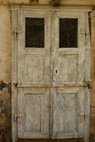 Παλαιά βρώμικη ξύλινη πόρτα Στοκ φωτογραφίες με δικαίωμα ελεύθερης χρήσης