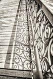 Παλαιά γέφυρα με το διακοσμημένο κιγκλίδωμα Στοκ εικόνες με δικαίωμα ελεύθερης χρήσης