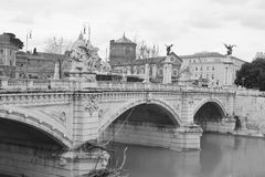 Παλαιά γέφυρα στο κέντρο της Ρώμης Στοκ εικόνες με δικαίωμα ελεύθερης χρήσης