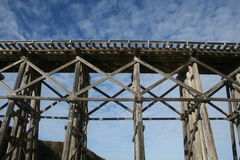 Παλαιά γέφυρα τρίποδων σιδηροδρόμου στο Φορτ Μπράγκ Καλιφόρνια Στοκ Φωτογραφίες