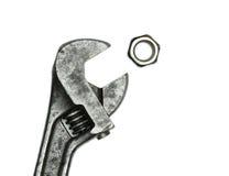 Παλαιά γαλλικό κλειδί πιθήκων και καρύδι μπουλονιών Στοκ φωτογραφίες με δικαίωμα ελεύθερης χρήσης