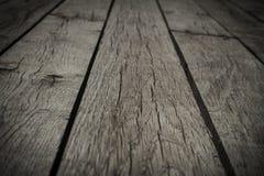 Παλαιά γκρίζα floorboards με τα χάσματα, κινηματογράφηση σε πρώτο πλάνο, υπόβαθρο, σύσταση στοκ εικόνες
