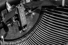Παλαιά γραφομηχανή - μια παλαιά γραφομηχανή που παρουσιάζει παραδοσιακό Τ Στοκ φωτογραφία με δικαίωμα ελεύθερης χρήσης