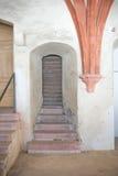 Παλαιά είσοδος σε ένα παλάτι ή μια εκκλησία στοκ φωτογραφία