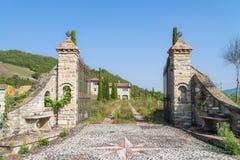 Παλαιά εγκαταλειμμένη αγροικία στην Ιταλία Στοκ Φωτογραφίες