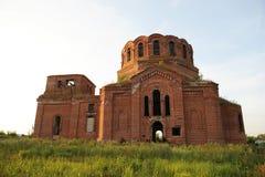 Παλαιά εγκαταλειμμένη εκκλησία Χωριό Novikovka, περιοχή του Μαίην, περιοχή του Ουλιάνοφσκ, της Ρωσίας Στοκ φωτογραφία με δικαίωμα ελεύθερης χρήσης