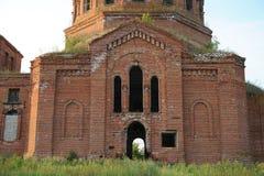 Παλαιά εγκαταλειμμένη εκκλησία Χωριό Novikovka, περιοχή του Μαίην, περιοχή του Ουλιάνοφσκ, της Ρωσίας Στοκ Εικόνες