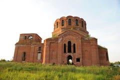 Παλαιά εγκαταλειμμένη εκκλησία Χωριό Novikovka, περιοχή του Μαίην, περιοχή του Ουλιάνοφσκ, της Ρωσίας Στοκ εικόνες με δικαίωμα ελεύθερης χρήσης