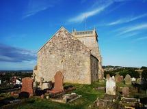 Παλαιά εκκλησία στον ανήφορο στοκ εικόνα