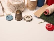 Παλαιά εκλεκτής ποιότητας ράβοντας εργαλεία Στοκ Εικόνες