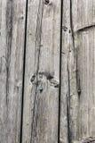 Παλαιά δεμένα σάπια ραγισμένα Floorboards με τη στρογγυλή επικεφαλής μηχανή S Στοκ Φωτογραφίες