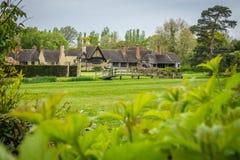 Παλαιά εξοχικά σπίτια στους κήπους Hever Castle Στοκ Εικόνες