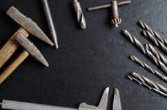 Παλαιά εργαλεία που δημιουργούν ένα πλαίσιο Στοκ Φωτογραφίες