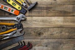 Παλαιά εργαλεία σε έναν ξύλινο πίνακα Στοκ Εικόνες