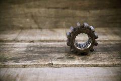 Παλαιά εργαλεία της μηχανής στο ξύλινο υπόβαθρο Τα εργαλεία στο εκλεκτής ποιότητας ύφος εικόνων Στοκ φωτογραφίες με δικαίωμα ελεύθερης χρήσης