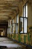 Παλαιά εσωτερική αρχιτεκτονική 3 διαδρόμων καταστροφών Στοκ εικόνα με δικαίωμα ελεύθερης χρήσης