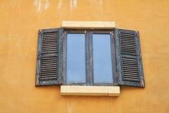 Παλαιά ελληνικά παράθυρα Στοκ φωτογραφία με δικαίωμα ελεύθερης χρήσης