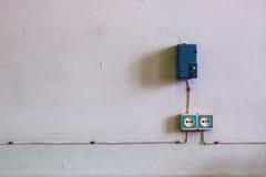 Παλαιά ηλεκτρικά υποδοχή και καλώδιο Στοκ φωτογραφίες με δικαίωμα ελεύθερης χρήσης
