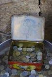 Παλαιά ηλικίας νομίσματα στο κιβώτιο μετάλλων Στοκ Φωτογραφία