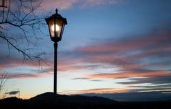 Παλαιά θέση λαμπτήρων στον ουρανό ηλιοβασιλέματος Στοκ φωτογραφία με δικαίωμα ελεύθερης χρήσης