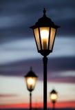 Παλαιά θέση λαμπτήρων στον ουρανό ηλιοβασιλέματος Στοκ Φωτογραφία