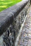 Παλαιά διάβαση πεζών τοίχων και κυβόλινθων πετρών Στοκ φωτογραφία με δικαίωμα ελεύθερης χρήσης