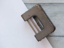 Παλαιά διάτρηση τρυπών με το έγγραφο Στοκ Φωτογραφία