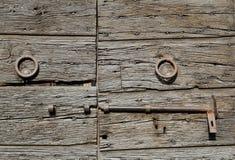 Παλαιά ιταλική ξύλινη πόρτα Στοκ εικόνα με δικαίωμα ελεύθερης χρήσης