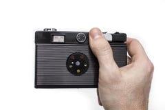 Παλαιά κάμερα ταινιών στα χέρια Στοκ Εικόνες