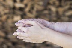 Παλαιά και νέα ανθρώπινα χέρια Στοκ φωτογραφία με δικαίωμα ελεύθερης χρήσης