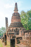 Παλαιά και παγόδα καταστροφών στο ιστορικό πάρκο Kamphaeng Phet, Ταϊλάνδη Στοκ Εικόνα