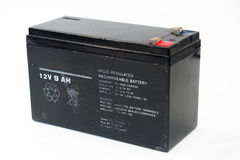 Παλαιά και χρησιμοποιημένη μαύρη 12V μπαταρία Στοκ Φωτογραφίες