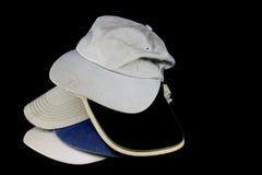 Παλαιά καπέλα του μπέιζμπολ σε ένα μαύρο υπόβαθρο Στοκ Εικόνες